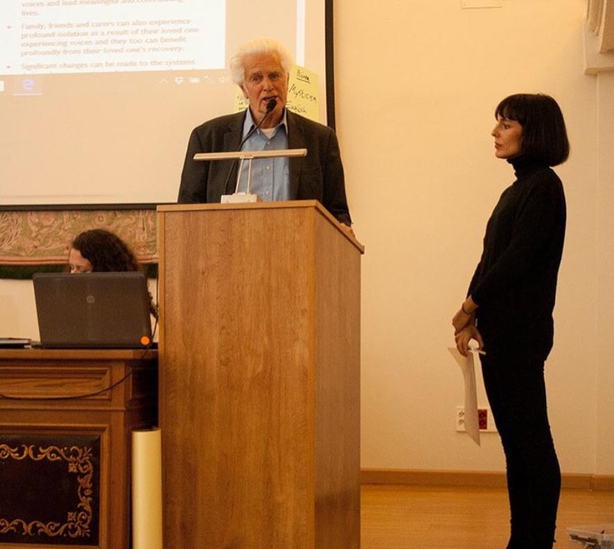 Marius Romme tijdens lezing in Spanje